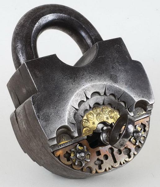 Старинные ключи и замки